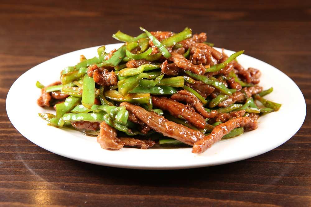 b04 beef w. hot green pepper 小椒牛肉丝 [spicy]