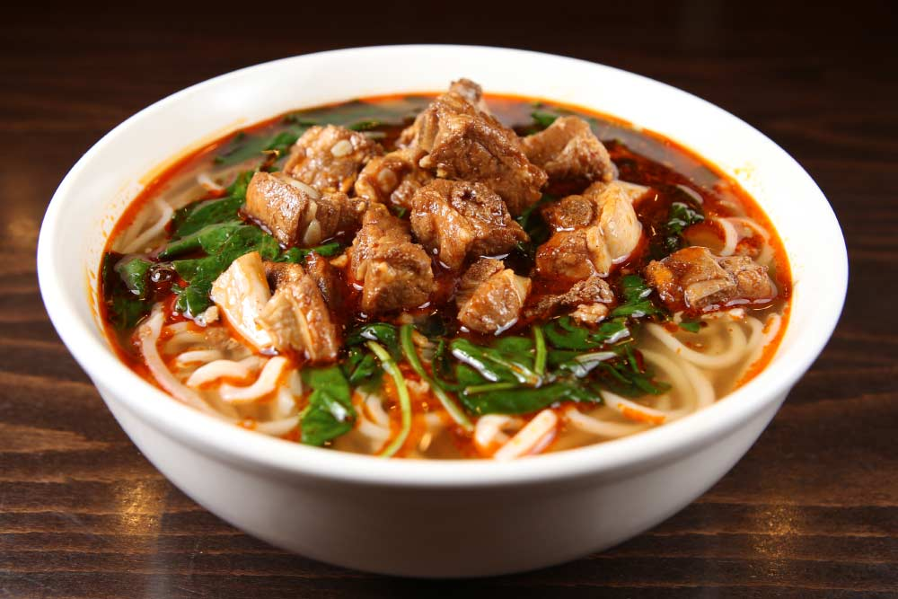 t02 spare ribs noodle soup 排骨面 [spicy]