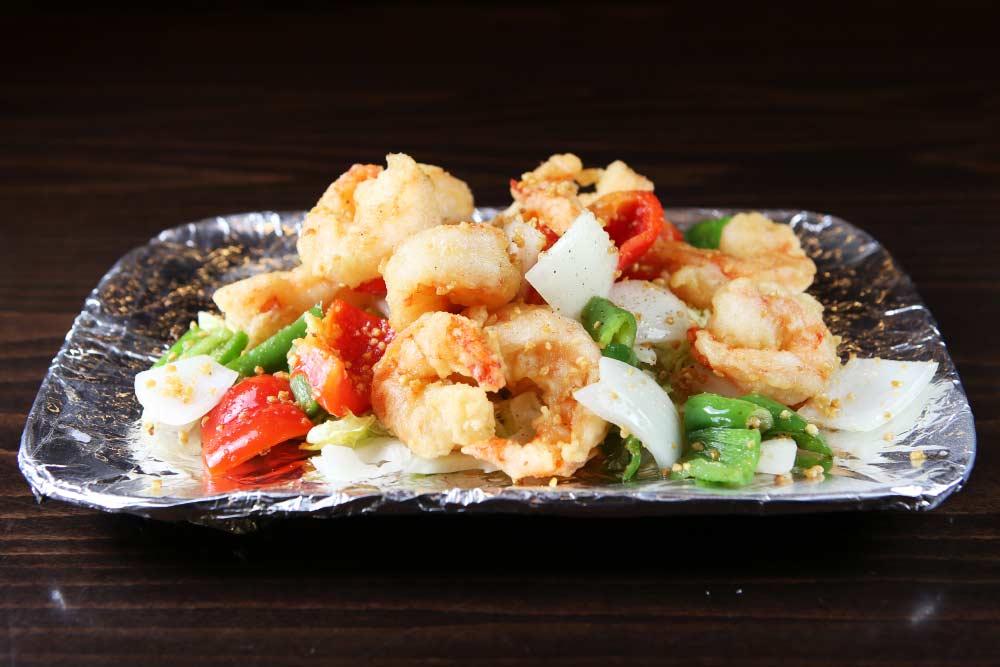 h01 jumbo shrimp w. garlic, salt & pepper 椒盐大虾 [spicy]