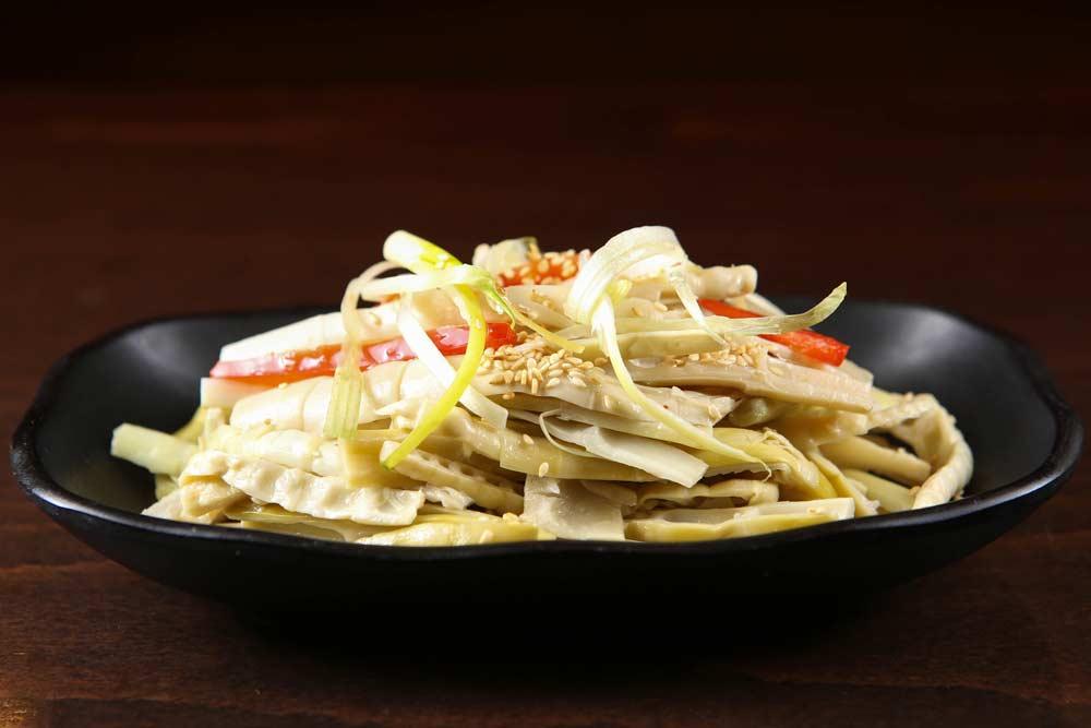x06 fresh bamboo shoots w. special sauce 香油鲜笋尖