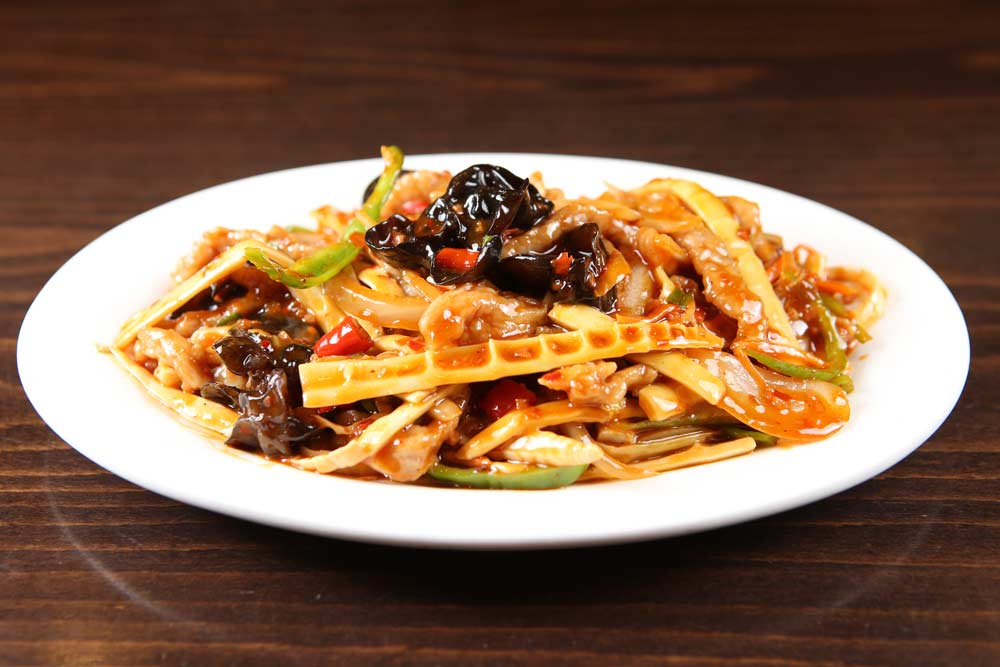 p08 pork w. yu xiang sauce 鱼香肉丝 [spicy]
