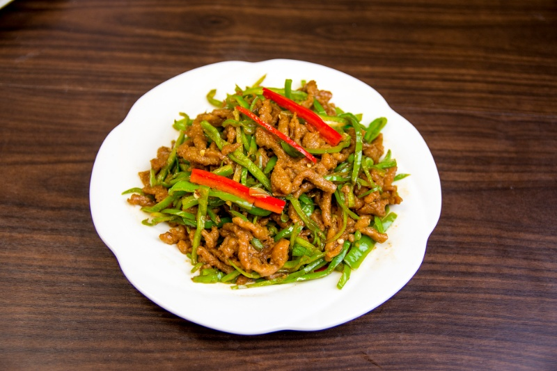 b02. shredded beef with green pepper 小椒牛肉丝[spicy]