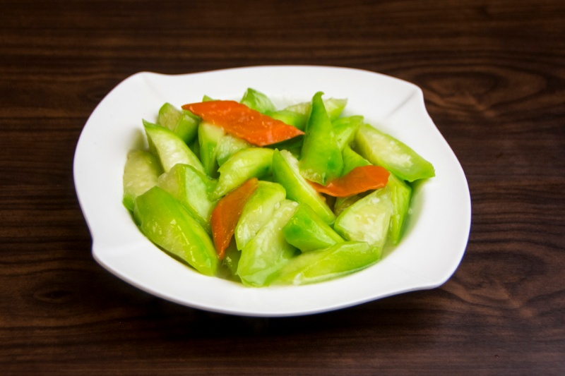 v04. towel gourd (chinese squash) with garlic 清炒丝瓜