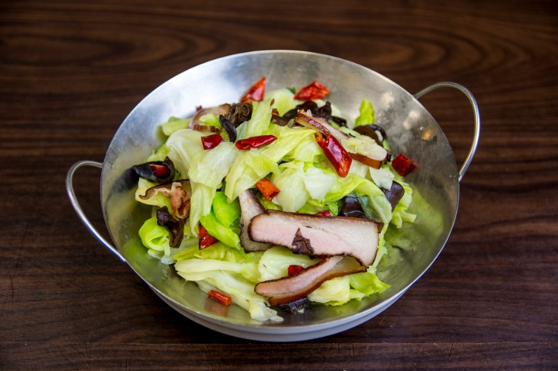 v14. cabbage in soybean sauce with chinese bacon 手撕包心菜